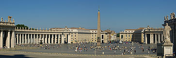 Panorama of Saint Peter's Square.jpg