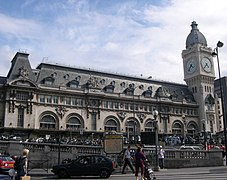 Paris GareDeLyon FacadeEtTourDeLHorloge.JPG