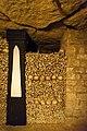 Paris catacombs (34459176592).jpg