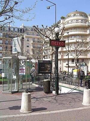 Anatole France (Paris Métro) - Image: Paris metro 3 anatole france entrance