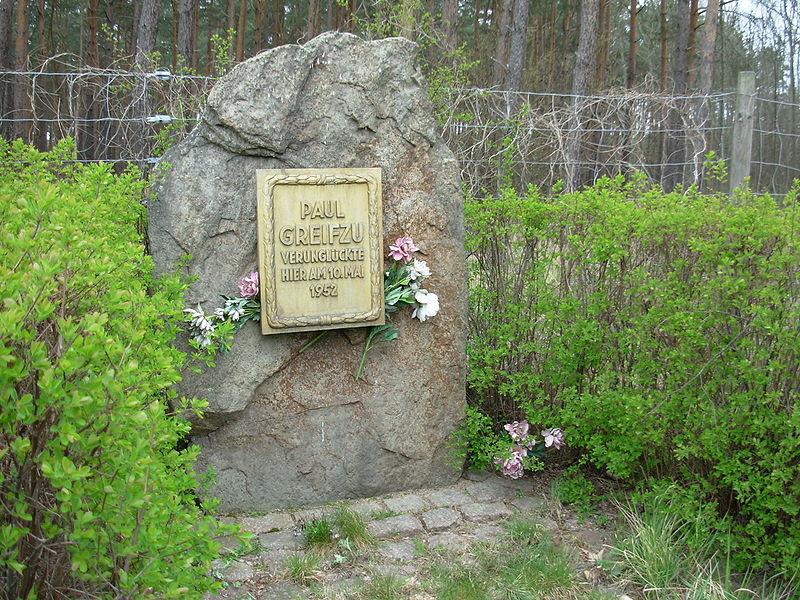 File:Paul Greifzu Gedenkstein.jpg
