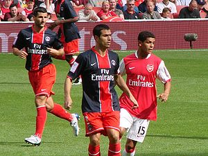 Pauleta - Pauleta in action for PSG at the Emirates Cup in July 2007, finding space around Denílson of Arsenal
