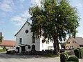 Pfarrkirche hl. Georg Hohenweiler Vbg mit NatDenkm Berg-Ulme.jpg