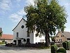 Pfarrkirche_hl._Georg_Hohenweiler_Vbg_mit_NatDenkm_Berg-Ulme.jpg