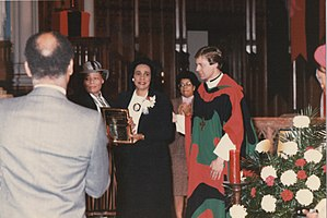 Michael Pfleger - Coretta Scott King receiving award from Fr. Michael Pfleger (right)