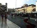Piazza delle Erbe - panoramio (1).jpg