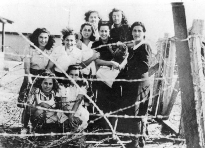 "PikiWiki Israel 1096 Israel Defense Forces עצורות האצ""ל במחנה המעצר בעתלית"
