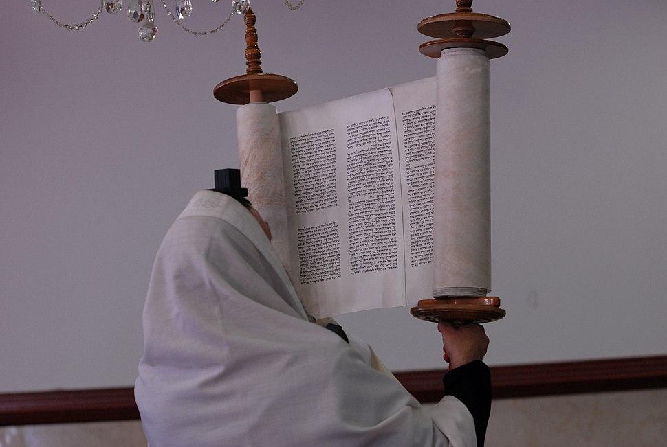 PikiWiki Israel 16919 Raising the Sefer Torah