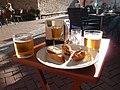 Pinchos und cañas de cerveza in Begur (Katalonien, Spanien).jpg