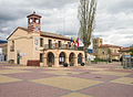 Pinilla-del-Valle-Ayuntamiento-e-Iglesia-DavidDaguerro.jpg