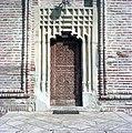 Poarta bisericii fostei Mânăstirii Brebu.jpg