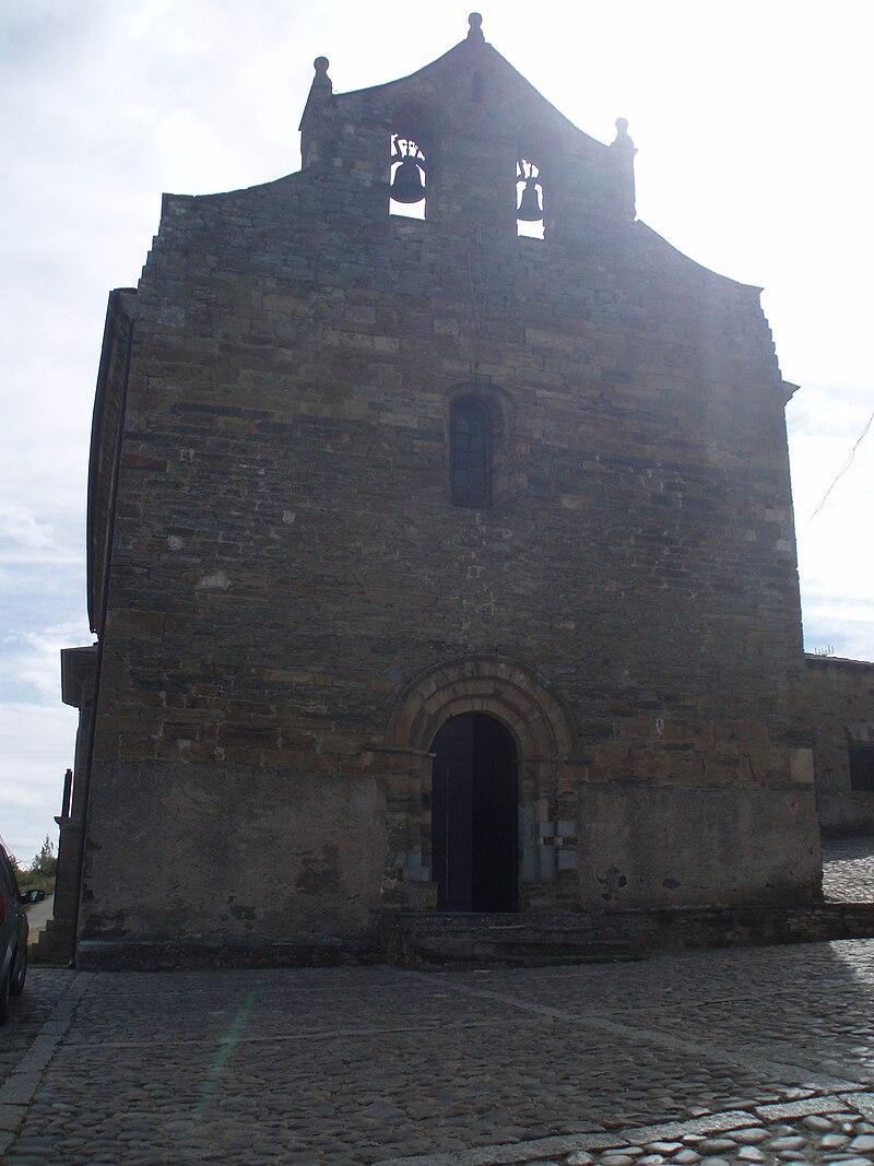 Portada principal de la iglesia de Santiago de Villafranca del Bierzo.JPG