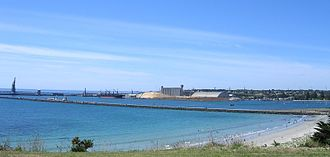 Portland, Victoria - Portland beach, breakwater and harbour