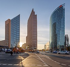 Potsdamer-Platz-Hochhaeuser-2015.jpg