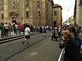 Praha, Staré Město, Pražský maraton, běžci a fotograf.JPG