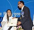 Pratibha Devisingh Patil presenting the Rajat Kamal Award to Shri Shrikant Mohta for the Best English Film (Memories in March), at the 58th National Film Awards function, in New Delhi on September 09, 2011.jpg