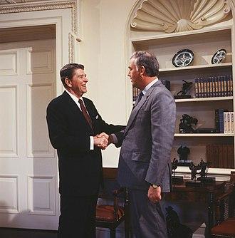 Frank Murkowski - Murkowski with President Ronald Reagan in 1986