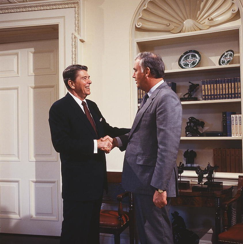 President Ronald Reagan, in the Oval Office, shaking hands with Republican senator Frank Murkowski of Alaska (cropped)
