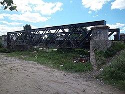 Puente del FCGB sobre antiguo arroyo en Ingeniero Budge (1).JPG