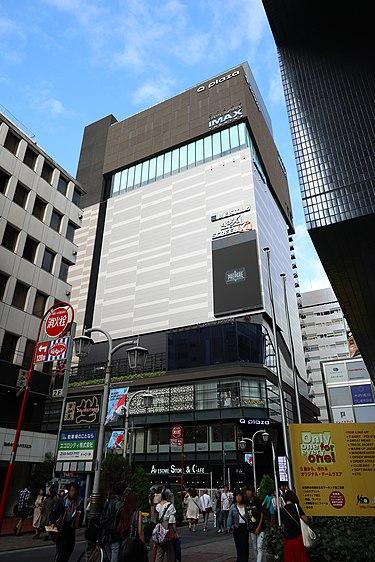 https://upload.wikimedia.org/wikipedia/commons/thumb/9/97/Q_plaza_Ikebukuro.jpg/375px-Q_plaza_Ikebukuro.jpg