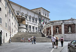 Quirinal.palace.in.rome.arp.jpg