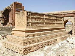 Quranic artwork at a decorated grave in the necropolis at Makli, Thatta.jpg