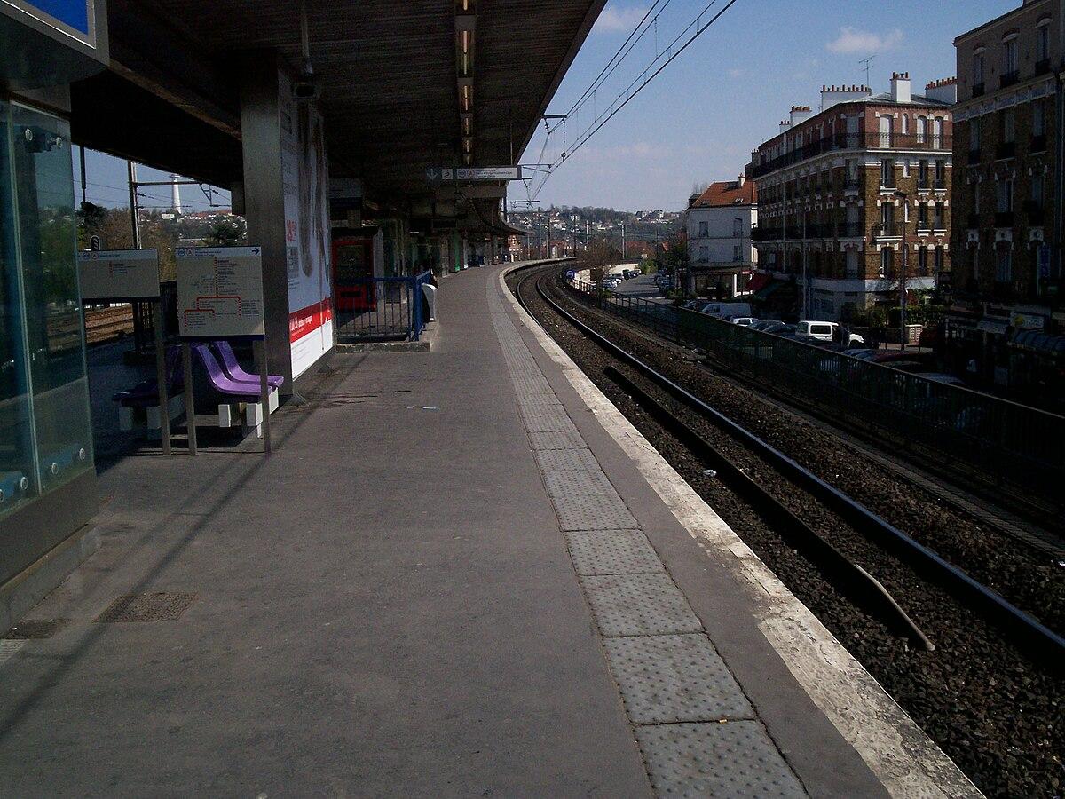 Champigny station wikipedia for Rer wikipedia