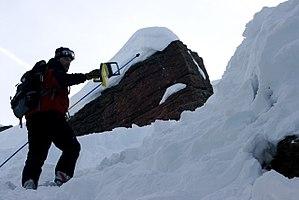 English: Avalanche rescue search with RECCO de...