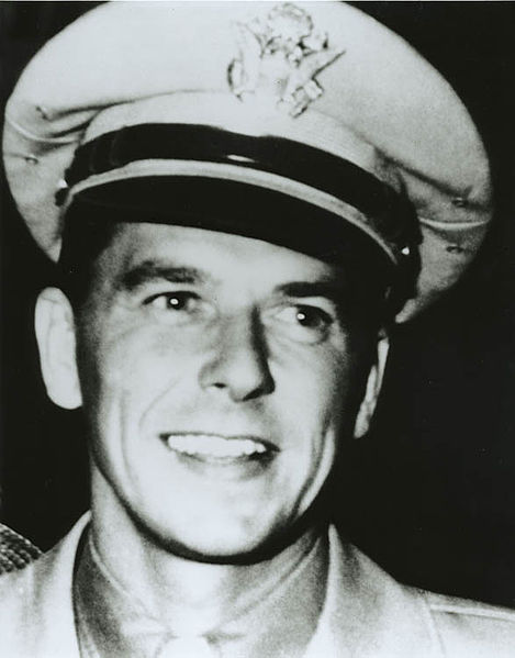 Fil:Ronald Reagan in the US Army Air Force 1940s.jpg
