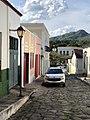 Rua de paralelepípedos na cidade de Goiás.jpg