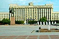 Russia 1776 - Lenin Statue and House of Soviets (4077685751).jpg