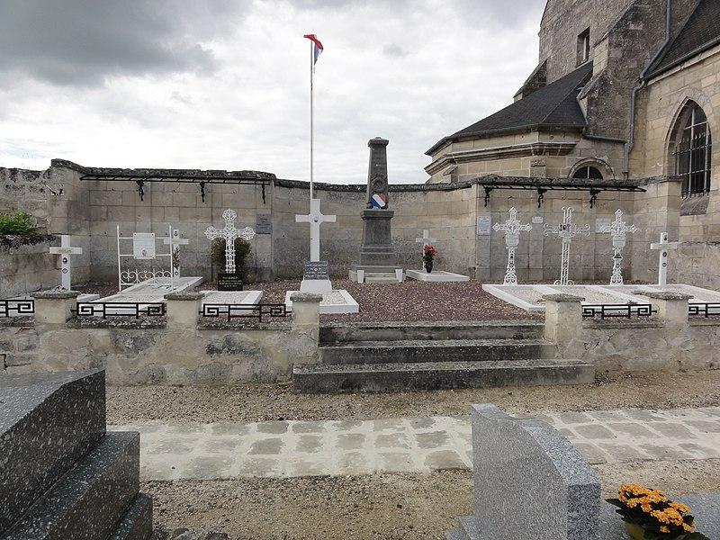 Saint-Paul-aux-Bois (Aisne) carré militaire au cimetière
