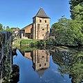 Saint-Viance, l'église et son reflet sur la Vézère.jpg