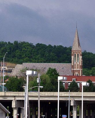 Interstate 75 in Kentucky - Saint John the Evangelist Church (Covington, Kentucky) as seen from the east side of Interstate 75.