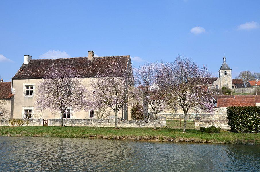 The canal of Burgundy at  Saint Vinnemer,  Bourgogne, France