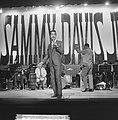 Sammy Davis Jr tijdens optreden in theater Carre, Bestanddeelnr 916-2025.jpg