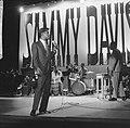 Sammy Davis Jr tijdens optreden in theater Carre, Bestanddeelnr 916-2041.jpg