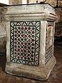 Santa maria in via lata, sotterranei del II-III secolo, 04 altare in opus sectile cosmatesco, xiii secolo.jpg
