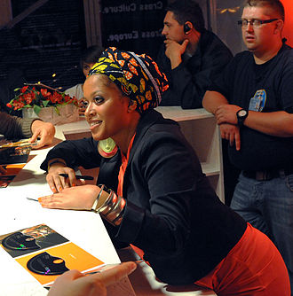 Sara Tavares - Sara Tavares signing her latest record in Warsaw in September 2011.