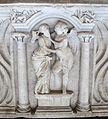 Sarcofago 83 striglato con edicola e figure (forse amore e psiche), 02.JPG