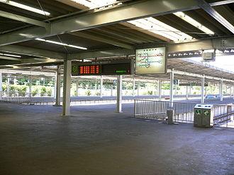 Seibu-Kyūjō-mae Station - The Sayama Line platforms, May 2005