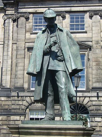 English: Statue of Conan Doyle's most famous f...