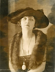 Silent film actress Naomi Childers (SAYRE 21625).jpg