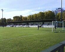 Lu0027île De Puteaux Comprend également Le Stade Léon Rabot, Où évolue Lu0027équipe  Du CSM Puteaux.