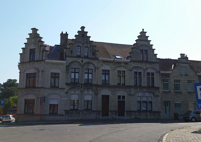 """Stadswoningen (""""maisons de ville""""), bâtiments patrimoniaux à Zaventem, Brabant Flamand, Belgique."""