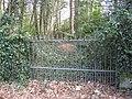 Start of footpath, but blocked by locked gate - geograph.org.uk - 1773744.jpg
