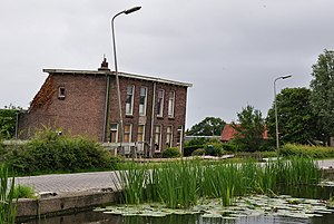 Stompwijk - Subsided houses along the dike at Stompwijk