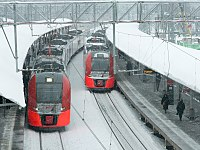 Streshnevo platform with ES2G trains.jpg