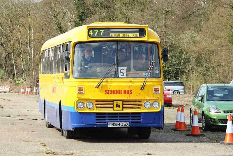 File:Sunray Travel bus (TMS 405X), 2010 Cobham bus rally (2).jpg