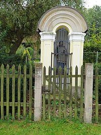 Svobodín, výklenková kaplička se sochou sv.Jana Nepomuckého.jpg